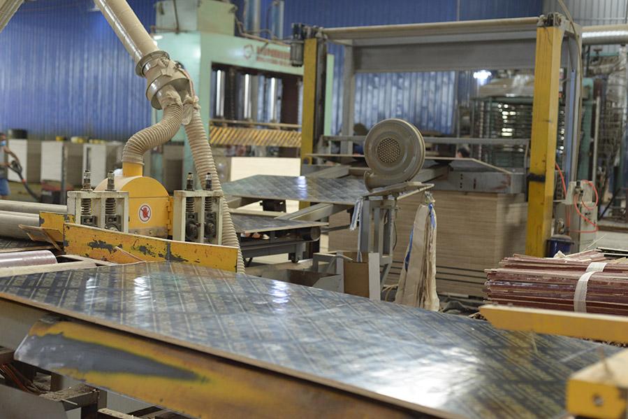 建筑覆膜板选黑豹36尺覆膜板